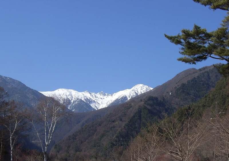 駒ヶ根市より駒ケ岳方面を見る